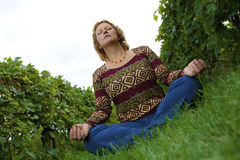 meditating γυναίκα Στοκ εικόνες με δικαίωμα ελεύθερης χρήσης