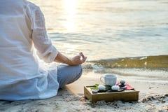meditating γυναίκα Στοκ φωτογραφίες με δικαίωμα ελεύθερης χρήσης