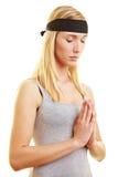 meditating νεολαίες γυναικών Στοκ εικόνες με δικαίωμα ελεύθερης χρήσης