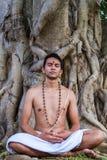 meditating νεολαίες ατόμων Στοκ εικόνες με δικαίωμα ελεύθερης χρήσης