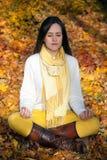 Meditating στη φύση Στοκ Φωτογραφία