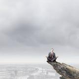 Meditating бизнесмен Стоковые Изображения RF