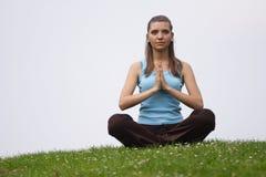 Meditationübung im Freien lizenzfreies stockbild
