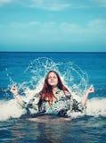Meditation im Ozean Stockfotografie