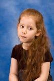 Meditation-Portrait des Redheadmädchens mit dem langen Haar stockfotografie