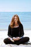 Meditation am Strand Stockfoto