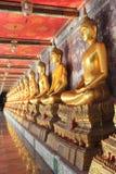 Meditationbuddha statyer i watsuthat, Thailand Royaltyfria Bilder