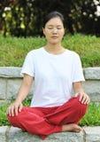 meditationen sitter Royaltyfria Bilder