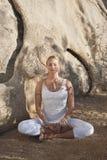 meditationkvinna arkivfoton
