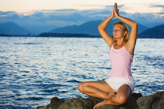 meditationsolnedgångtid Arkivfoto