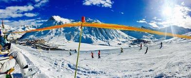 Meditationszeit auf Ski Lizenzfreies Stockfoto