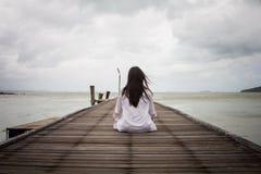 Meditazione dalle giovani donne Immagine Stock Libera da Diritti