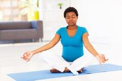Meditazione della donna incinta Fotografia Stock