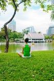 Meditazione della giovane donna Fotografia Stock