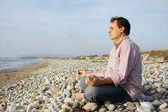 Meditazione della spiaggia Fotografia Stock