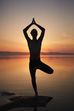 Meditazione di sera sulla spiaggia Fotografia Stock Libera da Diritti
