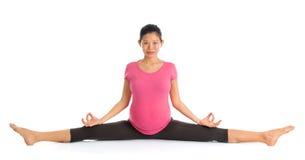 Meditazione di yoga di gravidanza Fotografia Stock