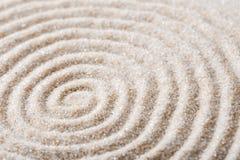 Meditazione giapponese del giardino di zen per la sabbia di rilassamento e di concentrazione per armonia ed equilibrio nella semp Immagine Stock Libera da Diritti
