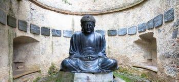 Meditera den japanska Buddhastatyn Arkivfoton
