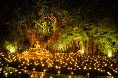 Meditera för Buddhastaty Fotografering för Bildbyråer