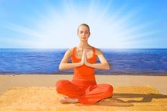 meditera för flicka fotografering för bildbyråer
