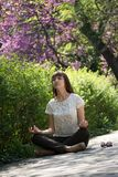 meditera för flicka Arkivfoto