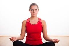 Meditera för kvinna Royaltyfri Bild