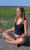 meditera gravid kvinna Fotografering för Bildbyråer