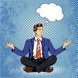 Meditera mannen med anförandebubblan i retro komisk stil för popkonst Begrepp för mental jämvikt och yoga Royaltyfri Bild