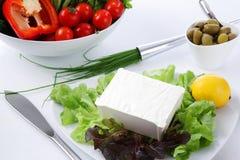 mediteranian餐馆沙拉表白色 免版税库存照片