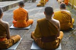 Mediterende monniken Stock Foto's