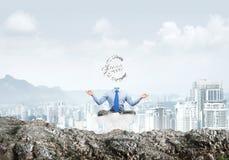 Mediterende zakenman zonder hoofd Stock Foto's