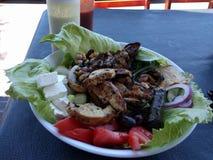 Mediterráneo delicioso de la ensalada griega Imagen de archivo libre de regalías