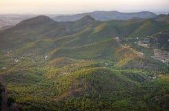 Mediterraan bergachtig landschap stock foto
