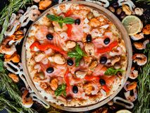 Mediterraan de olijf eigengemaakt recept van pizzazeevruchten Royalty-vrije Stock Afbeeldingen