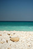 Mediterraan mooi marmeren strand Royalty-vrije Stock Foto