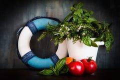 Mediterrane achtergrond met verse ingrediënten Royalty-vrije Stock Foto's