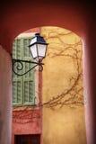Mediterrane straatlantaarn stock afbeelding