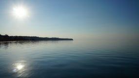 Mediterrane strand en overzeese horizon royalty-vrije stock foto's