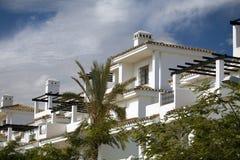 Mediterrane vakantieflats royalty-vrije stock afbeelding