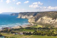 Mediterrane zeekust op Cyprus stock foto's