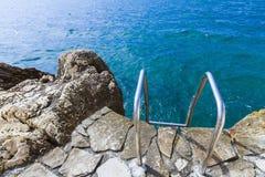Mediterranea stenig lös strand av Kroatien, Dubrovnik Fotografering för Bildbyråer