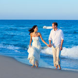Mediterranean couple walking in blue beach Stock Photography