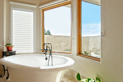 Mediterranean master bathroom Stock Photography