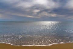 Beach under cloudy sky Royalty Free Stock Photos
