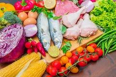 Mediterranena饮食:鱼、肉和成份 免版税库存照片