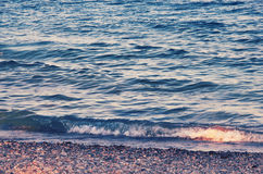 Mediterranian ondule dans la côte de la Turquie Images stock