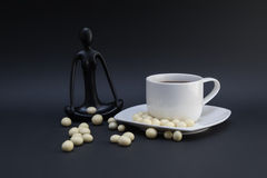 Mediti con caffè fotografia stock