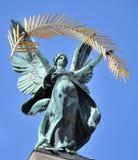 Mediti con un'arpa sul tetto del teatro Fotografia Stock Libera da Diritti