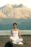 Meditierende Frau Lizenzfreie Stockfotos